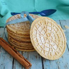These Cinnamon & Almond Pizzelles are amazing! The combination of flavors reminds me of churros, but with an amazing design. Pizelle Recipe, Candy Recipes, Cookie Recipes, Dessert Recipes, Brownie Recipes, Bread Recipes, Pizzelle Cookies, Pizzelle Maker, Fairy Cakes