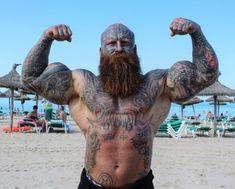 Bald Men With Beards, Bald With Beard, Long Beards, Beard Love, Hairy Men, Bearded Men, Red Beard, Shaved Head Styles, Big Muscle Men