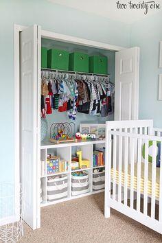 Great closet organization tips and tricks! Wonderful ideas for a nursery or kid's closet!