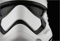 Waiting for the release of the movie Star Wars: The Force Awakens, brand ANOVOS designed a life-sized Stormtrooper helmet. This plastic replica was inspired by Trajes Star Wars, Groove Armada, Star Wars Helmet, Grandeur Nature, Helmet Accessories, Thing 1, Star Wars Episodes, Geek Gifts, Star Wars