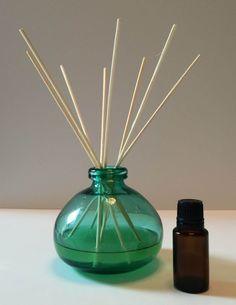 diffusion de parfum d 39 ambiance fait maison par tiges capillas huiles essentielles parfum d. Black Bedroom Furniture Sets. Home Design Ideas
