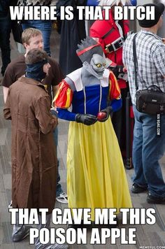 LMAO that Ryuk cosplay is perfect!! || Don't you know that gods of death love apples? || Deathnote