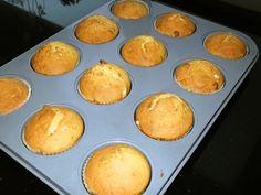 Citrónové muffiny s orechami a jablkovým džemom (fotorecept) - obrázok 5 Griddles, Griddle Pan, Ale, Muffin, Food And Drink, Cooking Recipes, Cupcakes, Breakfast, Basket