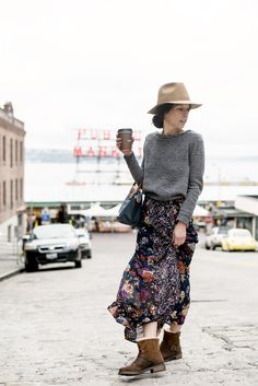 Seattle Style at Pike Place Market Boho Fashion, Womens Fashion, Fashion Design, Fashion Trends, Fashion Dresses, Seattle Fashion, Mode Vintage, Casual Look, I Dress