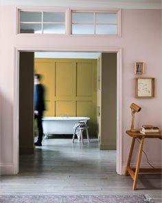 """Nordsjö Sverige på Instagram: """"OCHRE GOLD // En av grejerna vi fullkomligt älskar med vår fantastiska Colour of the year 2016 är hur den kan kombineras i oändlighet. Kolla här till exampel – SÅ fin tillsammans med den rosa kulören. Badrumsväggen är målad med vår våtrumsfärg Perform+ Bathroom som går att få i Ochre Gold, eller någon annan färg."""""""