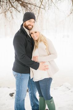 Foggy and Snowy Winter Maternity Photoshoot - Michelle from www.everydayshouldsparkle.com