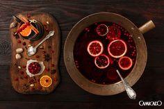 Experimente fazer o Ponche em casa. Na Índia ele tinha como base o Rum que era misturado com outras bebidas e frutas.