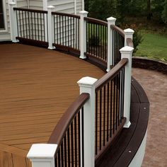 Porch railing can be a good idea because it gives a safe place for kids to not going out from home. Here are some porch railing ideas to make your home more eye catching. Composite Deck Railing, Deck Railing Design, Patio Railing, Deck With Pergola, Pergola Shade, Deck Design, Railing Ideas, Pergola Kits, Trex Railing