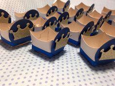 mini cachepô forminha de doces para brigadeiro etc.. <br> <br>tema pequeno príncipe coroa <br>também disponível na versão coroa para meninas <br> <br>CONSULTE cores!