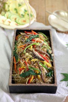 Best Korean Food, K Food, Korean Dishes, Vegetable Seasoning, Orange Crush, Food Plating, Japchae, Food And Drink, Lunch