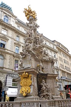 VIENA-  Plague Column   At the centre of Graben stands the Pestsäule (Plague Column), also known as the Dreifaltigkeitssäule (Trinity Column).  In 1679, between 75,000 and 150,000 citizens of Vienna fell victim to the devastating plague epidemic. Once the crisis was finally over, Emperor Leopold I ...