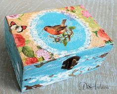 decoupage box shabby by ArtDidi Más Shabby Chic Boxes, Arte Country, Decoupage Box, Altered Boxes, Wooden Jewelry Boxes, Scrap, Treasure Boxes, Summer Crafts, Box Art