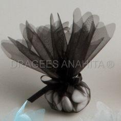 ballotin à dragées noir, idéal pour un mariage baroque, cette tulle noire pourra aussi s'ajouter à votre thème musique ou cinéma