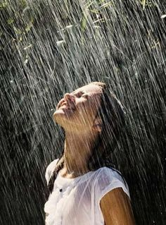 """Most people Love Rain, Because rain is a feel of Some Love so today we see """"Rain Photography Pictures"""" all pics are Love to See. Walking In The Rain, Singing In The Rain, Rain Photography, Underwater Photography, Amazing Photography, Ch Spurgeon, I Love Rain, Girl In Rain, Sound Of Rain"""