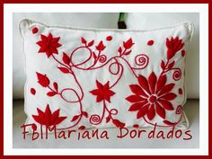 Bordado Hand Embroidery Videos, Hand Embroidery Patterns, Embroidery Stitches, Embroidery Designs, Craft Cupboard, Mexican Embroidery, Decorative Throws, Christmas Images, Handmade Flowers
