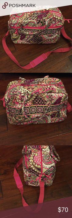 Like new!! Vera Bradley Duffle bag Like new!! Vera Bradley Duffle bag Vera Bradley Bags Travel Bags