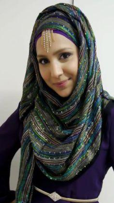 How to Accessorize Your Hijab Styles and Ideas Tesettür Tunik Modelleri 2020 Niqab Fashion, Muslim Fashion, Fashion Beauty, Simple Hijab, Hijab Pins, Muslim Girls, How To Wear Scarves, Beautiful Hijab, Fashion 2020