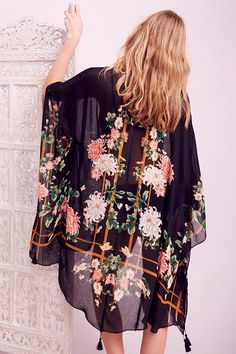 Shangri-La Floral Triangle Open Poncho - Urban Outfitters