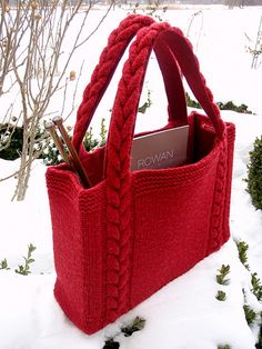 knit bag ~ free rav at: http://www.ravelry.com/patterns/library/braided-cable-handle-tote