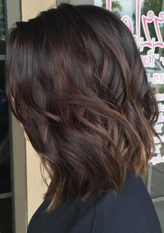 28 Incredible Examples of Caramel Balayage on Short Dark Brown Hair.Caramel Balayage on Short Dark Brown HairRecently, most famous lopped […] Asian Hair Highlights, Highlights For Dark Brown Hair, Brown Hair Balayage, Balayage Brunette, Balayage Highlights, Hair Color Balayage, Subtle Balayage, Hair Colour, Caramel Balayage