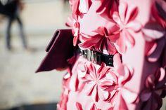 La vie en rose Coco Chanel, Paris Fashion Week 2016, Diy Wardrobe, I Believe In Pink, Vogue, Fashion Details, Fashion Design, Cute Little Things, Fabric Manipulation