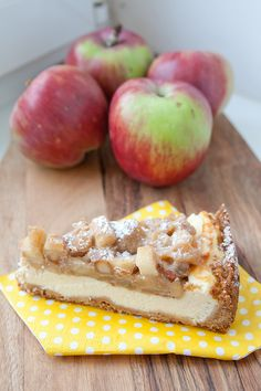 Tvarohový koláč s karamelizovanými jablky a ořechy Cupcake Cakes, Cupcakes, Sweet Life, Other Recipes, Food Hacks, Cake Recipes, Cheesecake, Food And Drink, Low Carb