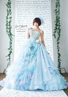 元AKB48の篠田麻里子ちゃんがプロデュースするウェディングドレスのコレクションをご存知ですか? 今回は、篠田麻里子ちゃんプロデュースするドレスコレクションをご紹介します。 ※画像をクリックすると拡大表示されます。 (3ページ目)