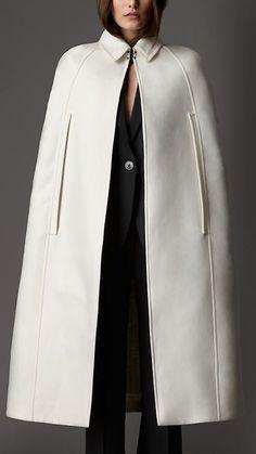fall coats for women casual Cape Jacket, Cape Coat, Mode Abaya, Coats For Women, Clothes For Women, Vetement Fashion, Winter Wear, Winter Fashion, Fashion Cape