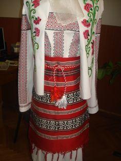Costum popular Romania, Folk, Costumes, Popular, Fashion, Moda, Dress Up Clothes, Fashion Styles, Fancy Dress