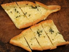 Pide cu cascaval Spanakopita, Good Food, Food And Drink, Pizza, Ethnic Recipes, Romania, Buffet, Buffets, Health Foods