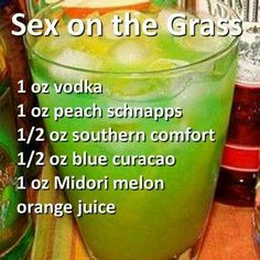 Sex on the Grass Cocktail- Vodka, Peach Schnapps, Southern Comfort, Blue Curacao, Midori Melon. Bar Drinks, Cocktail Drinks, Cocktail Recipes, Alcoholic Drinks, Frozen Cocktails, Smothie, Peach Schnapps, Milk Shakes, Snacks Für Party