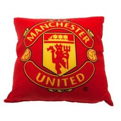 Square Manchester United cushion in club colours and featuring the club's iconic crest on the front. FREE DELIVERY on all of our football gifts Manchester United Fans, Manchester United Wallpaper, Leeds United Fc, Neymar, Messi, Steven Gerrard, Zinedine Zidane, Arsenal Fc, Ac Milan