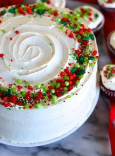 Red Velvet Christmas Cake - the perfectly festive holiday cake for not only Christmas but other holidays as well. You'll want to make it for Halloween, Fourth of July, New Year's and naturally Valentine's Day! Simply switch out your decorations and you a Trifle Desserts, Party Desserts, Delicious Desserts, Dessert Recipes, Hot Fudge Cake, Hot Chocolate Fudge, Christmas Cake Decorations, Holiday Cakes, Halloween Decorations