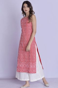 Halter Neck Chikankari Kurta Palazzo Red Halter Neck Chikankari Kurta Palazzo -Chikankari handwork all over the kurta with flared palazzo Simple Kurta Designs, Stylish Dress Designs, Kurti Neck Designs, Kurta Designs Women, Kurti Designs Party Wear, Designs For Dresses, Elegant Designs, Long Dress Design, Long Kurta Designs