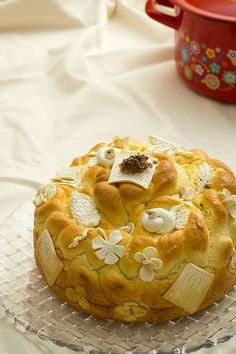 slavski-kolac Amazing Food Decoration, Baking Recipes, Dessert Recipes, Bread Recipes, Albanian Recipes, Holiday Bread, Macedonian Food, Bread Art, Haitian Food Recipes