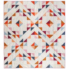 Summer Haze from suzyquilts.com is a quilt pattern with a minimal and modern design. The basic shapes form together to look complex but it's the perfect beginner quilter. #fatquarterfriendlyquilt #beginnerquilt #quiltpattern #trianglequilt Geometric Quilt, Fat Quarter Quilt, Half Square Triangle Quilts, Modern Quilt Patterns, Pdf Patterns, Thing 1, Traditional Quilts, Art Gallery Fabrics, Book Quilt