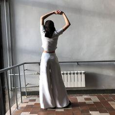 #роршах #штанысаппликацией #аппликация #белыебрюки #объемныебрюки #российскиедизайнеры #rorschachtest #blackandwhitepants #whitepants Waist Skirt, High Waisted Skirt, Ballet Skirt, Photo And Video, Skirts, Fashion, Moda, High Waist Skirt, Skirt