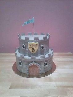 Really cute castle cake design for a little boy - By Miss Audrey's Cupcakes - Soutenez-nous dans le développement de nos salons de thé vintages ! Support us to develop our vintage tearooms ! Facebook : https://www.facebook.com/MissAudreysCupcakes/ Ulule : http://fr.ulule.com/audreys-cupcakes/ Merci :D ! Thank you :D !