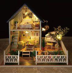 ※ Nota ※ Este es un kit DIY, incluyendo todos los materiales necesitan para construir la casa de muñecas demostrada en el cuadro. Todo requieren montaje. Esto no es producto terminado.  DESCRIPCIÓN DE ❤ ❤  Esta linda casa de muñecas hace un proyecto de gran artesanía y regalo para niños y coleccionistas! Este dollhouse dispone de diseños interiores muy detallada y viene con luces LED y parte de la música que convierte a esta casa de muñecas en una caja de música.  El proyecto terminado fotos…