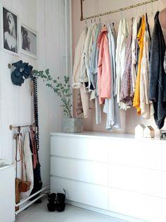 Tringle et meuble tiroirs