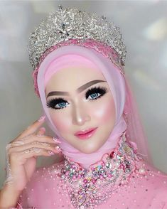58 Trendy ideas for pakistani wedding dress makeup Wedding Hijab Styles, Hijab Wedding Dresses, Popular Wedding Dresses, Hijab Bride, Muslimah Wedding, Lavender Bridesmaid Dresses, Dress Makeup, Glam Makeup, Mode Hijab
