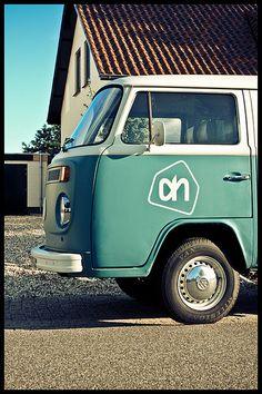 Vintage delivery service by Carlo Vingerling, via Flickr