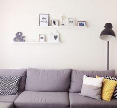 Livingroom, pillows, karwei, hektar lamp Ikea, shelves