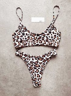 leopard swimsuits vintage crop top bikini tops cheetah prints crop swim top push up Source by swimwear Vintage Swimsuits, Cute Swimsuits, Women Swimsuits, Summer Bathing Suits, Cute Bathing Suits, Bathing Suit Top, Crop Top Bikini, Bikini Outfits, Bikini Swimwear
