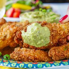 Taco Wings with Spicy Guacamole Dip. The perfect wings for Cinco De Mayo, Super Bowl or for any weekend get together with friends. The post Taco Wings with Spicy Guacamole Dip appeared first on Roc… Crispy Chicken Burgers, Pulled Chicken Sandwiches, Chicken Sandwich Recipes, Chicken Wing Recipes, Lunch Recipes, Garlic Chicken Wings, Guacamole Dip, Rock Recipes