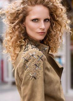 Veste Elégance Paris, craquez sur la Veste en cuir sable Elégance de la Boutique Elegance Paris prix 489,00 € TTC.