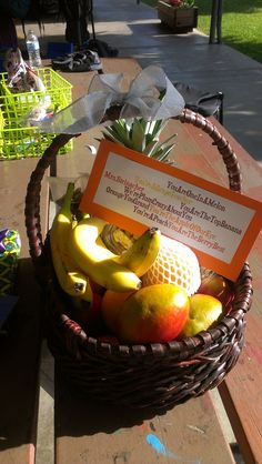 Teacher Appreciation Idea - Each child brings a piece of fruit to make a fruit basket! Or use the fruit table or snack idea on the other pin, provide the baskets and they fill themselves Employee Appreciation, Teacher Appreciation Week, Teacher Gifts, Pastor Appreciation Ideas, Fruit Juice Recipes, Fruit Gifts, School Gifts, Orange, Gift Baskets
