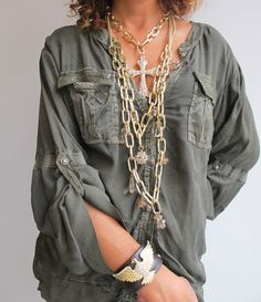 #wilcolook #moda #mujer collar y pulsera #teriayabar http://www.miinto.es/shops/b-1040-wilco Love the shirt, not the necklaces.