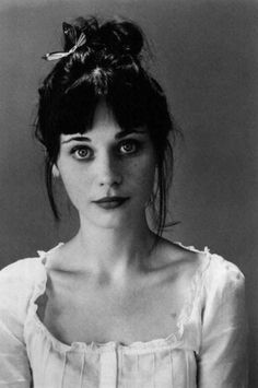 Zooey Deschanel has some old fashion style. And a beautiful fringe.