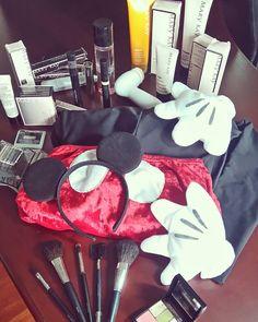 Todo listo para volver a ser Mickey con mi bebe minnie y mi esposito Pluto hoy 31 de Octubre con mis productos MARY KAY. 🎃